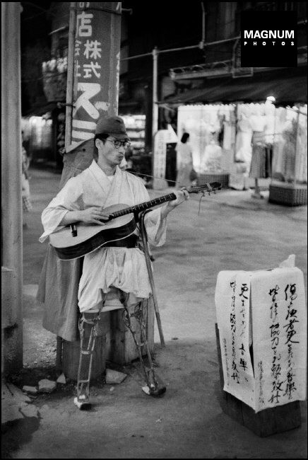 JAPAN. Tokyo. Asakusa district. A former soldier, wounded during the Second World War, begging in the streets. Many wounded soldiers were forced into poverty after the war, since the government did not allow them any pension. 1951.