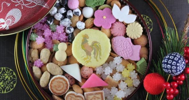 まるでアートな宝箱!人気和菓子・冨貴寄の季節限定「開運干支缶」が美しい