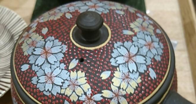 歴史ある伝統工芸のコラボ…日本の伝統工芸「常滑焼」と「九谷焼」のコラボはこの上ない品の良さ