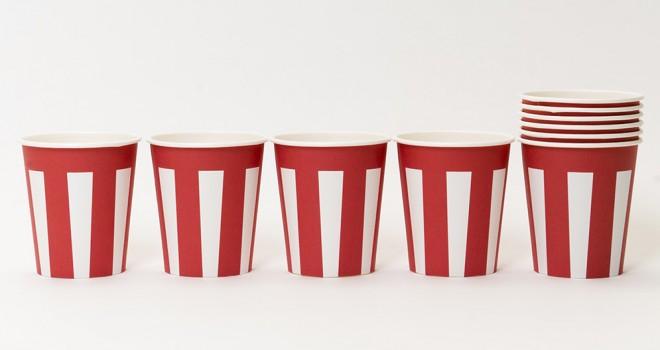 デザインの力!ありふれた紙コップに紅白幕をデザインした「おめでたい紙コップ」が素敵!