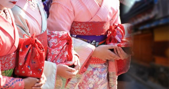 あの荷物なんだろう…?舞妓さんが持ち歩いてるバッグ「お座敷かご」の中身は何?