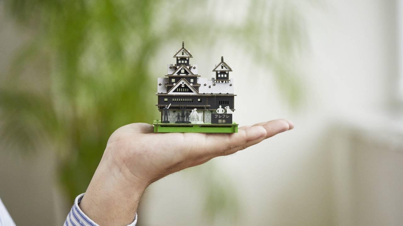 なんと全額寄付。小さな熊本城を組み建てて復旧支援「組み建て募金」がステキ