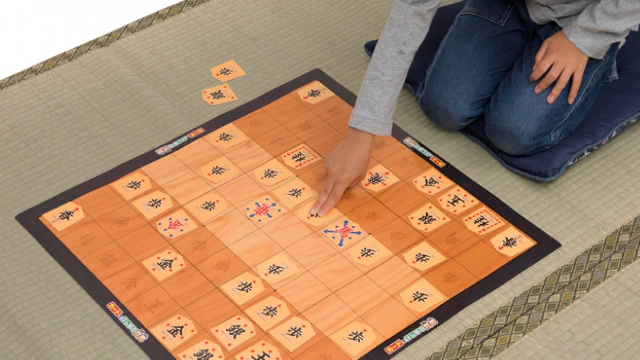 駒がデカッ!動かし方もわかりやすい初心者用の将棋セット「カードではじめて将棋」