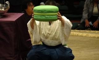 大相撲の表彰式でおなじみ巨大マカロン!なぜ登場するようになったのか?