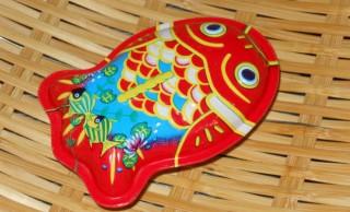 歴史上の大事件との関係?ロングセラー商品「ブリキ金魚」の誕生秘話、知ってますか?