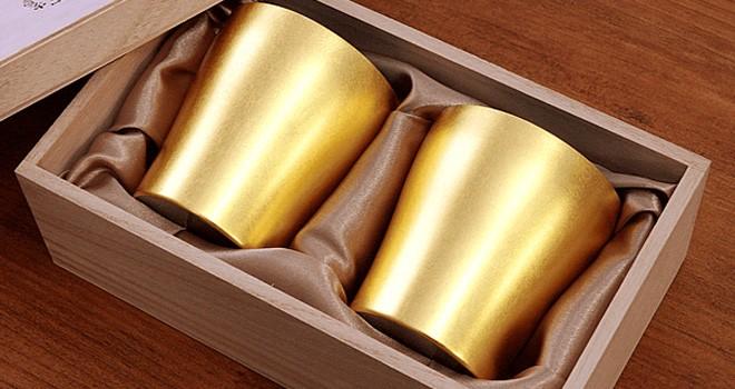 氷が溶けないまるで魔法!金沢の金箔と日本の先端技術が出会った「金箔チタン二重タンブラー」