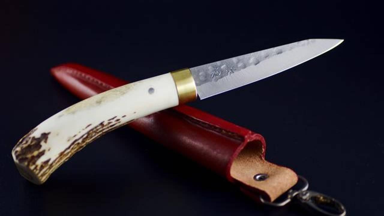 越前打刃物の職人によって鍛造された和式アウトドアナイフ「VS2」