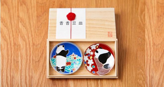 早いことにもうすぐ1歳!上野動物園の赤ちゃんパンダ「シャンシャン」の九谷焼の豆皿が発売