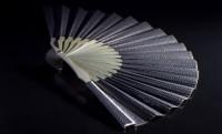 ダイヤや18K、イタリアレザーなど使用したラグジュアリーな扇子のプレミアム感!