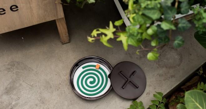 シンプルながら嬉しいアイデア、火消しタイマー付きの蚊遣り「Kayari Manhole」