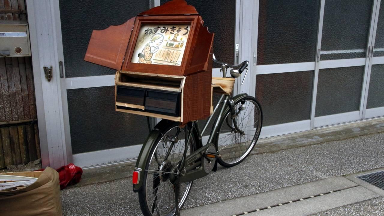 紙芝居屋の意外な歴史【1】ルーツは江戸時代の幻灯と、明治・大正時代の紙人形芝居