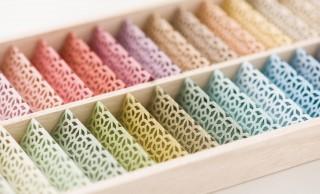 食卓に華やかさを。カラー豊富で繊細な装飾がステキな折り紙式の箸置き「お箸飾り」