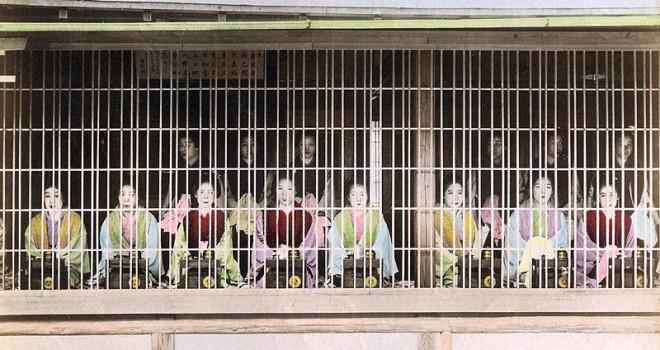 情緒あふれる風景、江戸時代の吉原遊廓で夜見世の最初に行う「見世張り」とは?