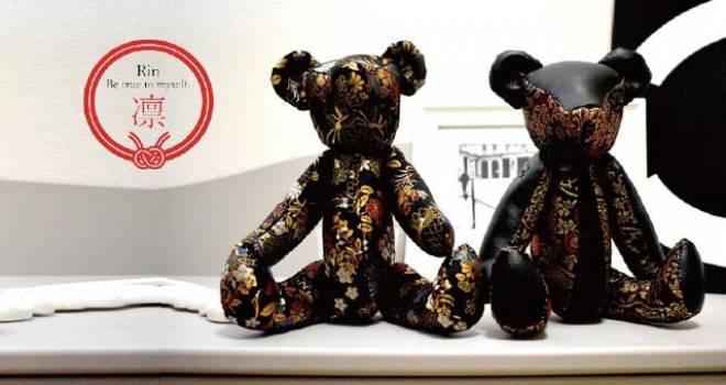 ゴシック感も素敵! 着物の金襴生地を使用したカッコ可愛いクマのぬいぐるみ