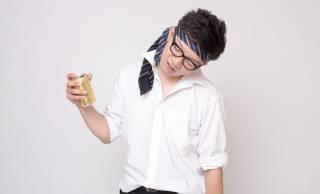 日本人独自の発想「酔っ払い=頭ネクタイ」を最初に始めたの誰なんだ問題