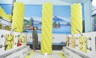 ツッコむとこ渋滞してる(笑)前衛芸術家ケロリーンによるケロリン桶のアート展が銭湯で開催!