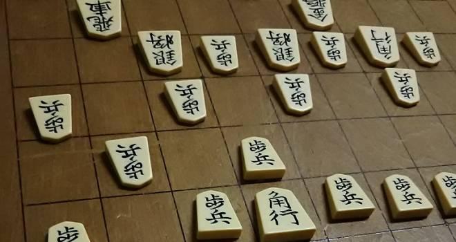 将棋盤の裏に刻まれた「血溜まり」に隠された武士たちの覚悟