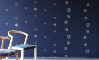 京友禅染めとデニム生地を融合させたモダン空間にもぴったりな壁紙がステキ!