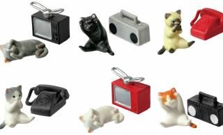 見ニャイ、言わニャイ、聞かキャイ!可愛い猫ちゃんと昭和レトロなアイテムのミニフィギュア「我慢する猫」