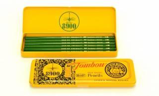 トンボ鉛筆「8900番」が70周年!懐かしの黄色いダース箱が缶ペンケースになって限定発売