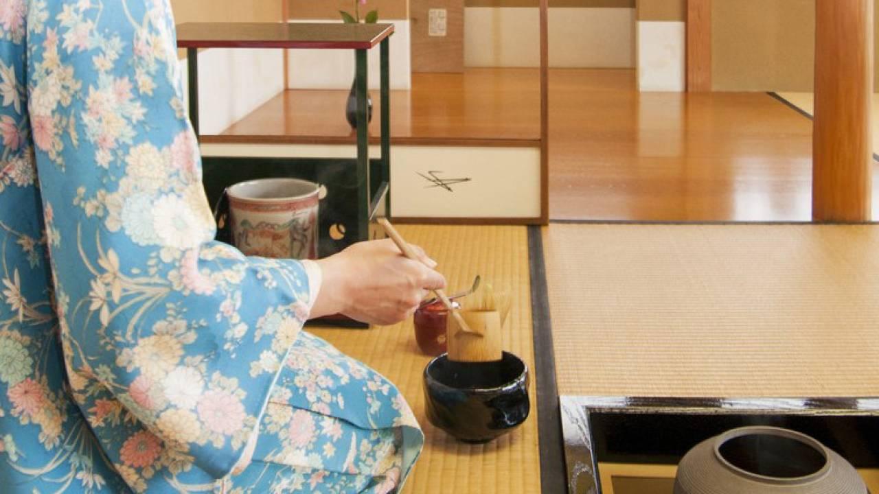 明治時代の教育で浸透?「正座」は茶道における伝統的な姿勢ではなかった