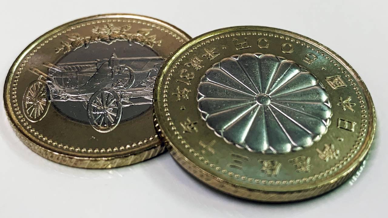 異種類の金属を使った天皇陛下御在位30年記念五百円の引換えスタート!限定500万枚
