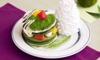 宇治抹茶を練りこんだパンケーキに栗や白玉をサンド「宇治抹茶のティラミスパンケーキ」