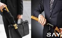 まるで日本刀のように傘を抜き挿し!カバンのアクセにもなる傘ホルダー「SAYA」