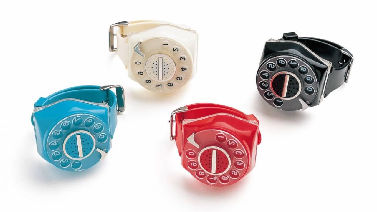 """黒電話が懐かしい!わざわざ""""117""""にダイヤルして現時刻を聞く時報式腕時計「Zihotch」"""