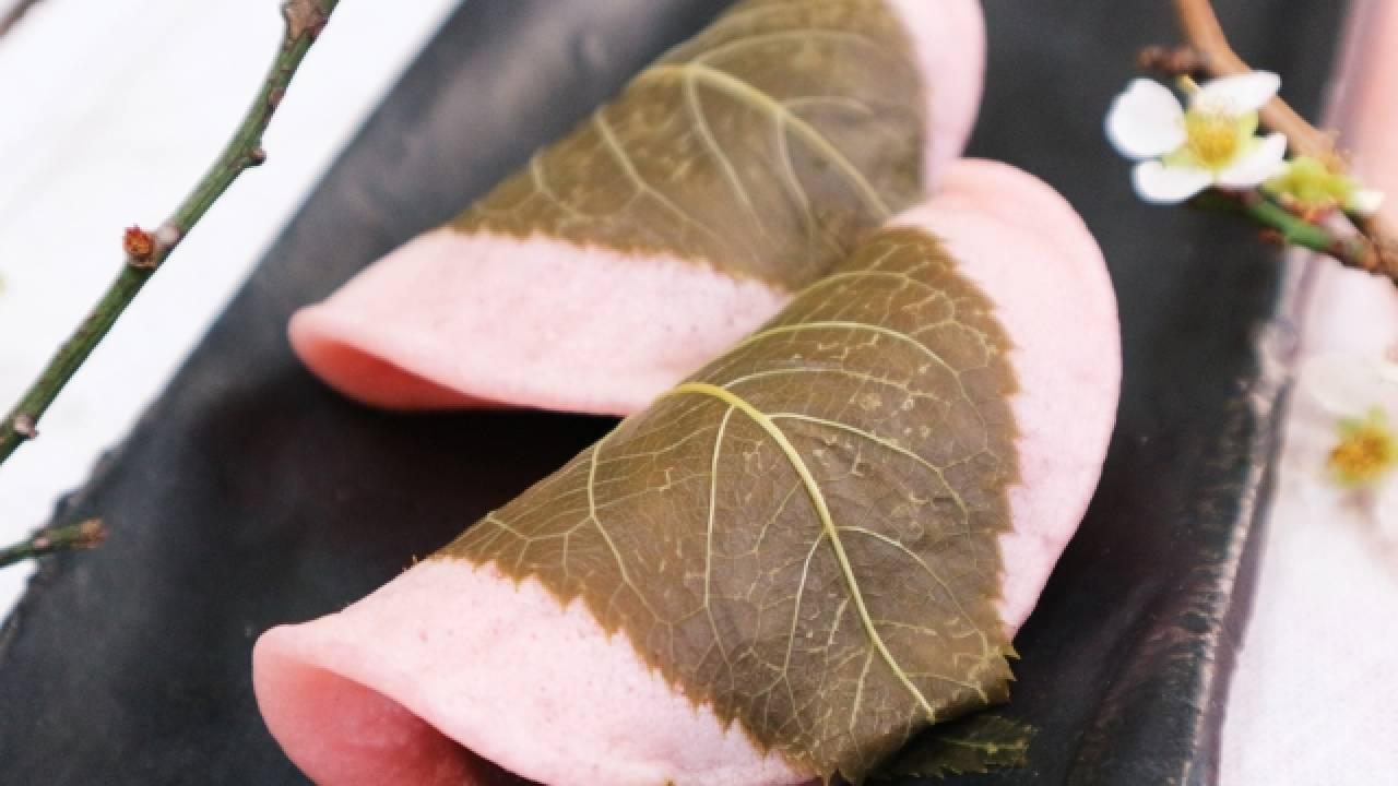 誕生のきっかけは落葉の再利用!「桜餅」の関東・関西の違いと歴史を紹介