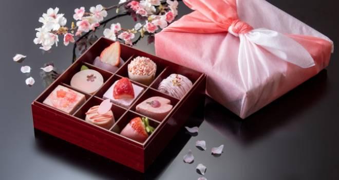 重箱を開けるとそこにはキュートなお花見スイーツ!「桜スイーツボックス」発売