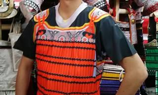 かなり鎧だよコレ!鎌倉武士が真剣にデザインした「鎧Tシャツ」があまりに鎧すぎる!