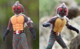 羊毛フェルトで作られたモコモコってる仮面ライダーアマゾンが可愛い♡