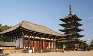 時代によって様々な役割を担ってきた日本の寺院のこれまでの変貌を紹介
