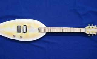 東北に轟く笹かまサウンド!仙台名物の笹かまぼこを再現した「笹かまギター」誕生!