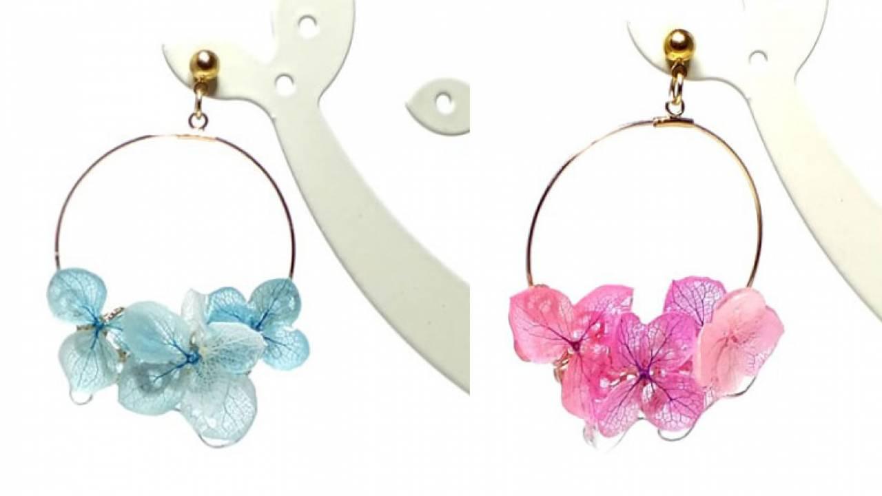 花びらに雨粒が滴る♡本物のお花を使った紫陽花のピアス&イヤリングがステキ!