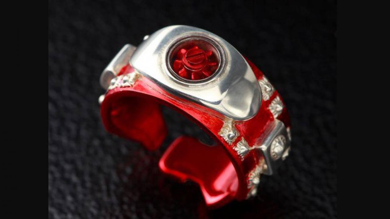 なんと回転ギミック付き!仮面ライダー変身ベルト「タイフーン」型のリングが誕生!