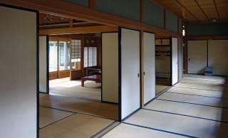 和室にまつわる礼儀作法「家の敷居を踏んではいけない」のは何故?