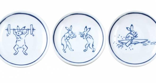 こんなシーンあった?(笑)鳥獣戯画のウサギさんがスポーツ楽しんでる小皿「競獣戯画」