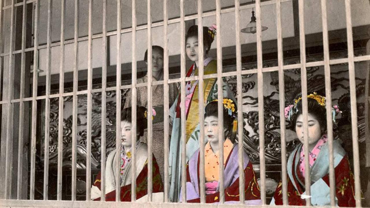 燻し責め、くすぐり責め…江戸時代の遊郭で遊女たちに行っていたキツいお仕置き!?