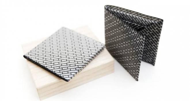 一本の生地を裁断せず折り曲げて作られた国産シルクの「男帯コンパクト財布」が素敵!