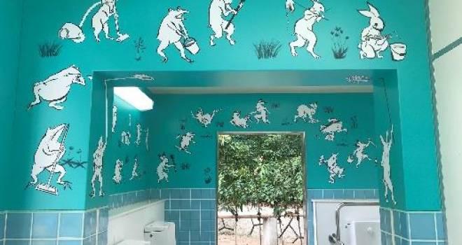 やっべ!行ってみたいゾ!鳥獣戯画なデザインが秀逸すぎるユニークな公共トイレが誕生!