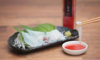 食卓が華やかに!出汁の旨みと爽やかな酸味の新感覚すぎる朱色のお醤油が登場!