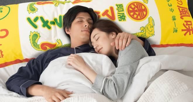 睡眠用ラーメン!?九州のソウルフード「棒ラーメン」型のまくら爆誕(笑)