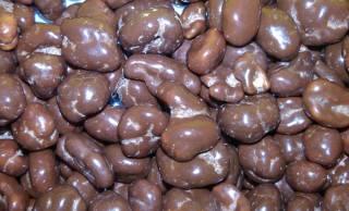 誕生のきっかけは?昔から人気の駄菓子「麦チョコ」は、なぜ日本の定番お菓子になったのか?
