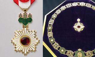 日本の主な勲章を紹介!故・中曽根康弘元首相に贈られた「大勲位菊花章頸飾」とは?