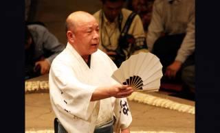 大相撲の「呼出し」にも階級あり!力士を呼び出す以外にも大忙しなんです