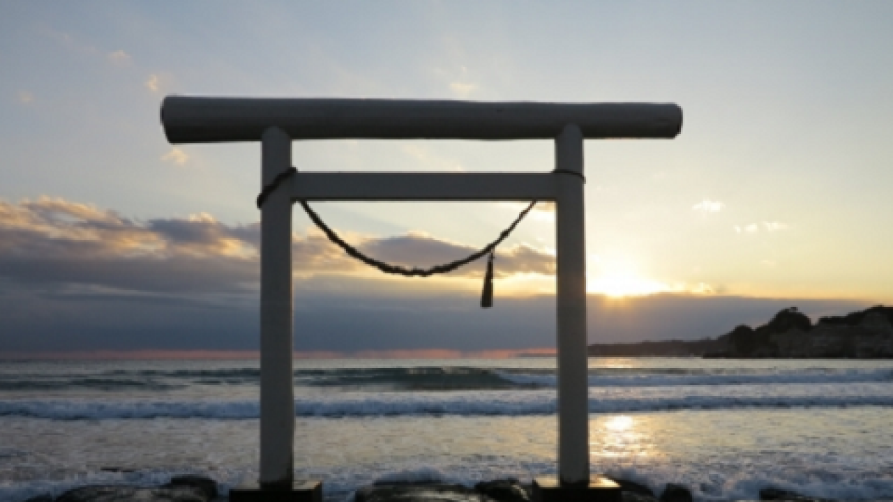 伝承の謎を調査!鎌倉の鶴岡八幡宮にも安芸の宮島みたいな「海上鳥居」があった!?