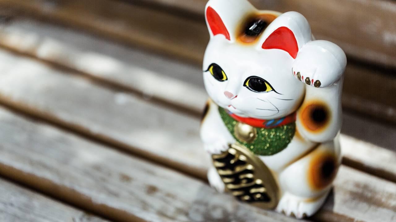 江戸浅草が発祥!?福にあやかれ、信ぴょう性の高い「招き猫」発祥の伝説
