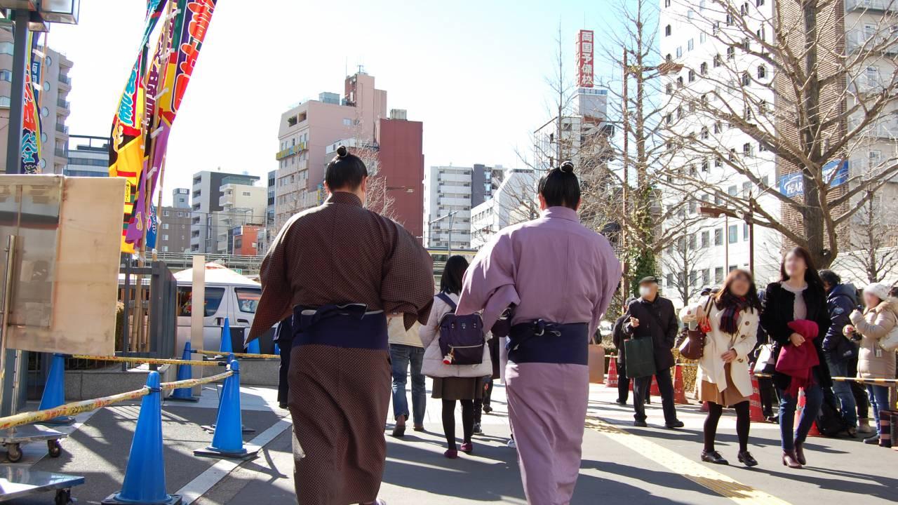 大相撲の外国人力士の中にはエクステやストパーをして髷を結っていた人もいた